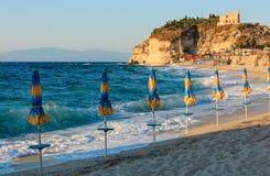 Aci Trezza Faraglioni, costa de Sicilia Imagen de archivo libre de regalías