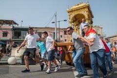 ACI TREZZA, ITALIEN - JUNI, 24 2014 - traditionelle Paradefeier San Giovanni Stockfotografie