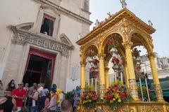 ACI TREZZA, ITALIEN - JUNI, 24 2014 - traditionelle Paradefeier San Giovanni Lizenzfreie Stockbilder