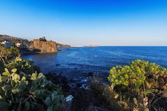 Acicastello Sizilien - Italien auf Sommer Stockfotografie
