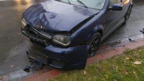 Acidente de trânsito na estrada molhada Imagens de Stock