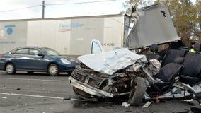 Acidente de trânsito terrível Impacto na estrada video estoque