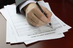 Acidente de trânsito do formulário da assinatura da mão Imagens de Stock Royalty Free