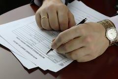 Acidente de trânsito do formulário da assinatura da mão Imagem de Stock