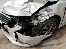 Acidente do acidente de viação na rua danificada Fotografia de Stock