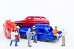 Acidente minúsculo diminuto do acidente de viação dos brinquedos danificado Acidente no r Foto de Stock Royalty Free