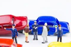 Acidente minúsculo diminuto do acidente de viação dos brinquedos danificado Acidente no r Fotografia de Stock