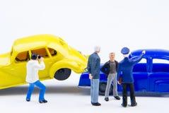Acidente minúsculo diminuto do acidente de viação dos brinquedos danificado Acidente no r Fotos de Stock Royalty Free