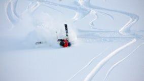 Acidente pesado de uma menina durante o esqui Fotografia de Stock Royalty Free