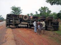 Acidentes do caminhão ao lado da autoestrada nacional Imagens de Stock