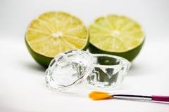 Acidi della frutta di AHA Pelatura dell'acido della frutta per il fronte, spazzola cosmetica, agrumi Sbucciatura facciale con gli immagine stock libera da diritti