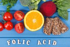 Acido folico dell'iscrizione con alimento nutriente sano come i minerali di fonte, la vitamina B9 e fibra dietetica immagini stock