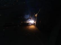 Acier de Welding Sparks de soudeuse dans l'usine Photo libre de droits