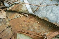 Acier galvanisé ondulé rouillé photos stock