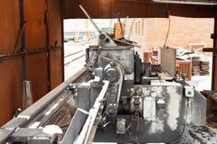 Acier pour béton armé et coupe et machine de cintreuse image stock