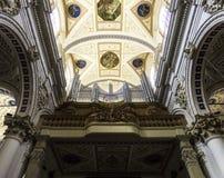 Acima da entrada de San Pietro Fotografia de Stock Royalty Free