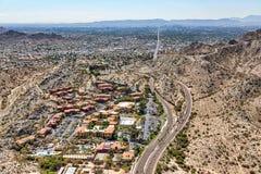 Acima da montanha norte que olha sul para Phoenix do centro, o Arizona Imagens de Stock Royalty Free