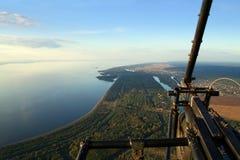 Acima da terra em um pendurar-planador Imagens de Stock Royalty Free