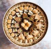 Acima da vista do vário baklava doce da pastelaria imagem de stock