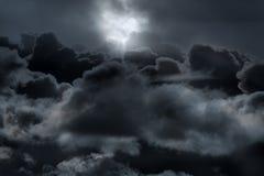 Acima das nuvens em uma noite da Lua cheia Fotos de Stock Royalty Free