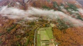 Acima das nuvens nas montanhas em Bulgária imagem de stock