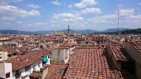 Acima das partes superiores do telhado de Florença, Itália, di Santa Croce da basílica Imagem de Stock Royalty Free