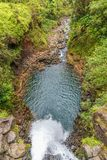Acima de uma cachoeira bonita de Maui fotos de stock