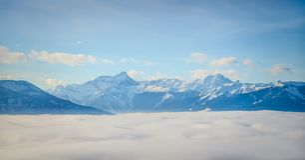 Acima do Columbia Britânica Canadá da montanha de Purcell do monumento das nuvens Imagem de Stock Royalty Free