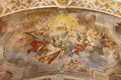 ACIREALE, WŁOCHY, 2018: Baranek bóg wśród anioła fresku na suficie Duomo - cattedrale Di Maria Santissima Annunziata zdjęcia stock