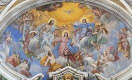 ACIREALE, WŁOCHY, 2018: Fresk koronacja maryja dziewica w głównej apsydzie kościelny Chiesa Di San Camillo Pietro Vasta zdjęcie stock