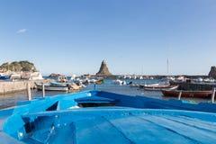 Acitrezza und sein kleiner Fischereihafen Lizenzfreie Stockfotografie