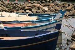 Acitrezza und sein kleiner Fischereihafen Stockbild