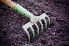 Ackerbaurührstange für pflanzende Ernten Stockfoto