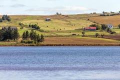 Ackerland auf Abhang, Prinz Edward Island Lizenzfreie Stockfotos
