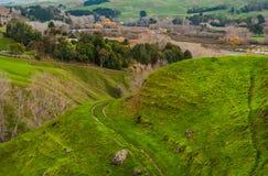 Ackerland auf Hügel neigt sich in Hawkes-Bucht, Nordinsel, Neuseeland Lizenzfreie Stockfotos