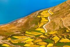 Ackerland durch Yamzho Yumco Lizenzfreie Stockbilder