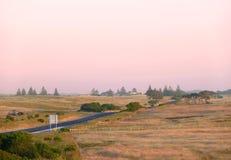 Ackerland auf Sonnenuntergang Lizenzfreie Stockbilder