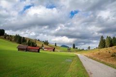 Ackerland in den bayerischen Alpen Stockbilder