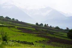 Ackerland in den Bergen von Georgia Stockfotos