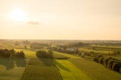 Ackerland in der Abend Sun-Antenne Stockfotos