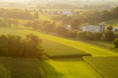 Ackerland in der Abend Sun-Antenne Stockbild