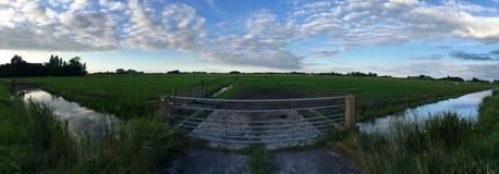 Ackerland in Friesland Stockfotos