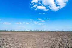 Ackerland gepflogen und für Bearbeitung vorbereitet Stockbild