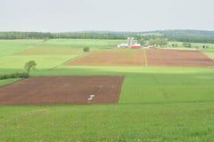 Ackerland im Frühjahr Stockbild