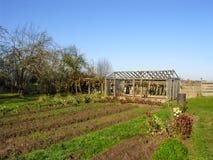 Ackerland mit einem Gemüsegarten Stockbild