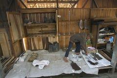Ackerland mit rostigem Landwirt Lizenzfreies Stockbild