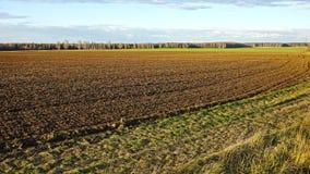 Ackerland nach Bearbeitung, Herbstabend Lizenzfreie Stockfotos