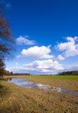 Ackerland nach dem Regen Stockbilder