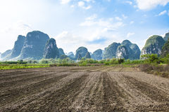 Ackerland nahe dem Li-Fluss in Yangshuo, China Lizenzfreies Stockbild