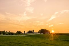 Ackerland-Sonnenuntergang in Lancaster County Lizenzfreie Stockfotografie